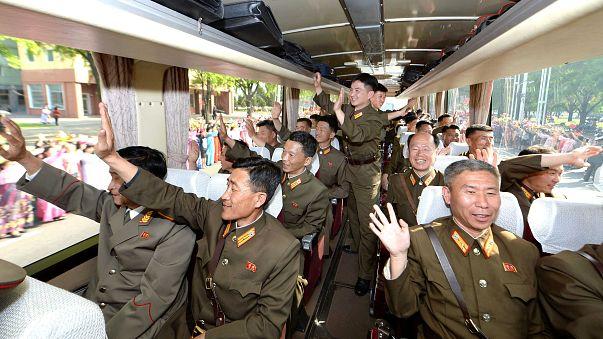 علماء البرنامج البالستي يستقبلون كالأبطال في بيونغ يانغ