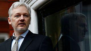 Suécia arquiva processo de violação mas Assange ainda não está livre