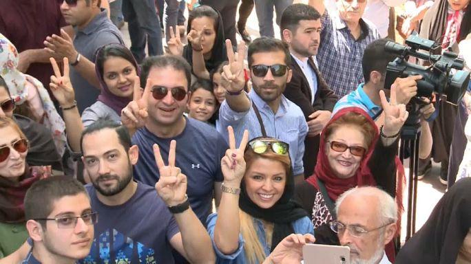 جوانان ایرانی پای صندوق های رای