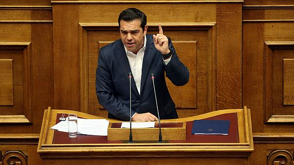 Grécia aprova mais austeridade e o povo assusta-se