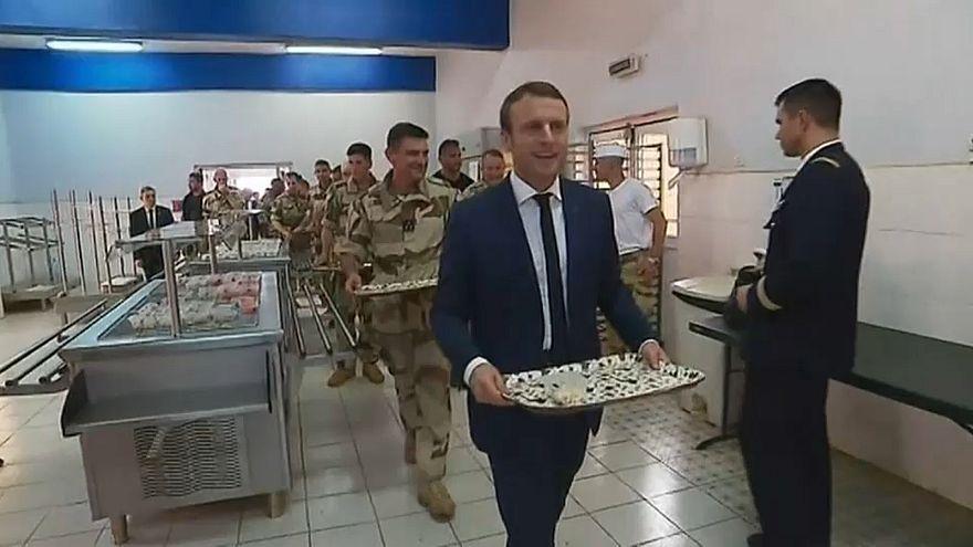Emmanuel Macron visita a las tropas francesas desplegadas en Mali