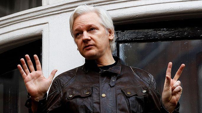 Julian Assange canta victoria después de que Suecia haya cerrado su caso