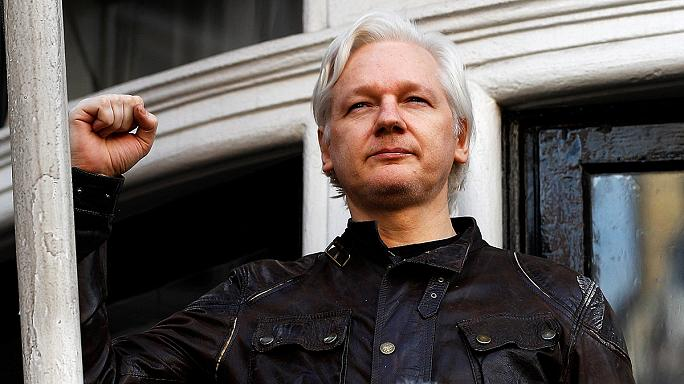 İsveç'in Assange ile ilgili kararı tutuklanma riskini ortadan kaldırmadı