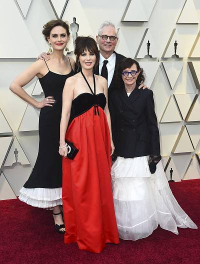 Emily Deschanel with (from left) Zooey Deschanel, Caleb Deschanel and Mary Jo Deschanel at the Oscars.