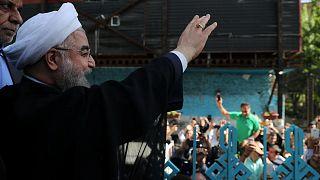 """Iran : après plus de 60 % des bulletins dépouillés, le modéré Hassan Rohani, """"devance"""" son adversaire conservateur, le religieux Ebrahim Raissi"""
