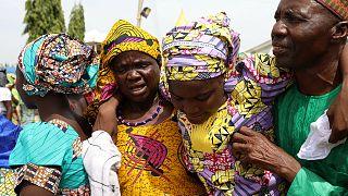 """Освобожденные """"Боко харам"""" нигерийские школьницы встретились с родителями"""