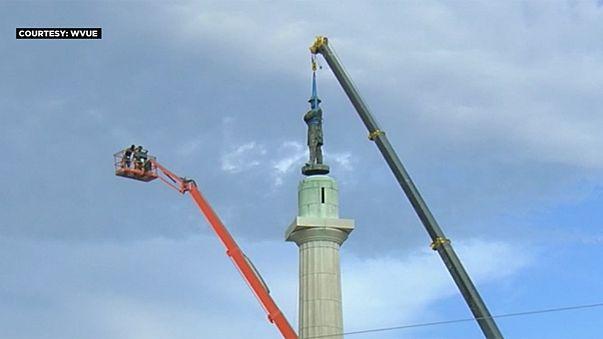 Razzismo, rimossa da New Orleans la statua del generale sudista Lee