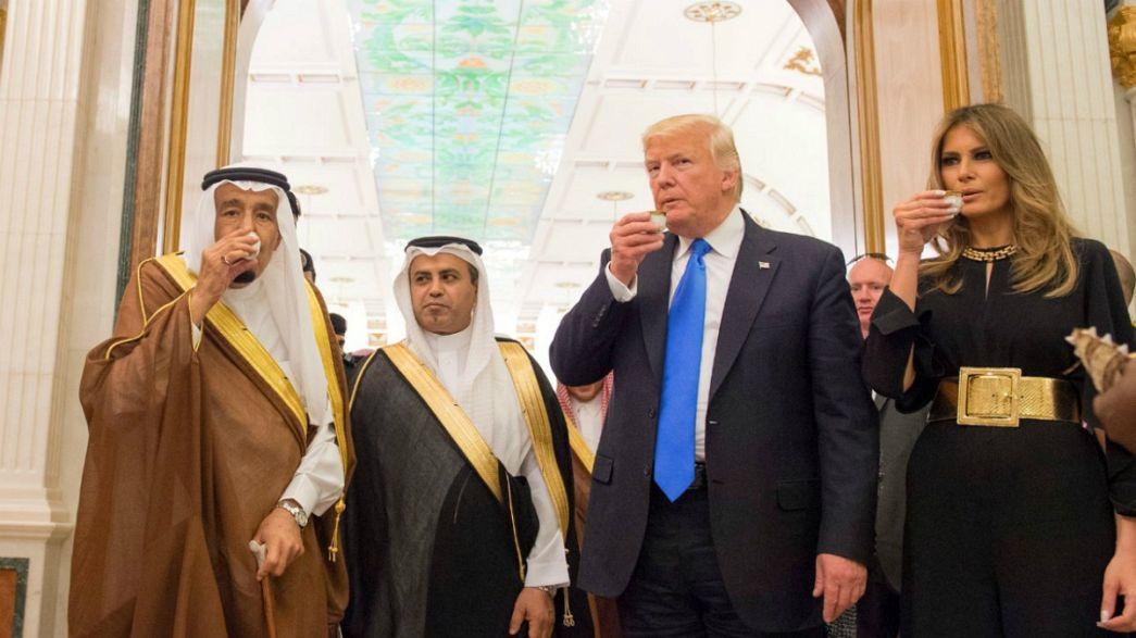 Több száz milliárd dolláros üzletet kötött Donald Trump Szaúd-Arábiával