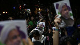 گزارش تصویری از جشن و شادی مردم در خیابانها به مناسبت پیروزی حسن روحانی