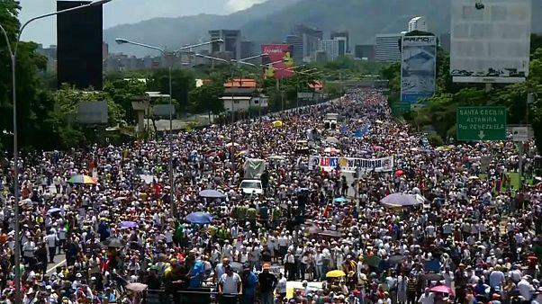 اجتماع دویست هزار نفری مخالفان دولت ونزوئلا