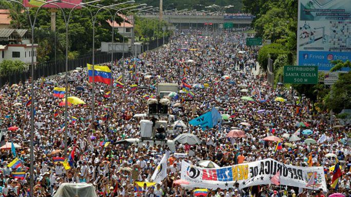 مظاهرة كبرى في كراكاس احتفالاً بمرور 50 يوماً على بدء الاحتجاجات