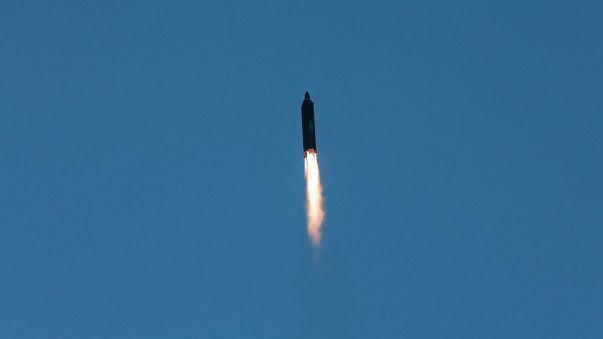 كوريا الشمالية تطلق صاروخاً بالستيا جديداً