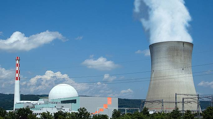 Schweizer stimmen für Atomausstieg und mehr