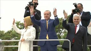 Párt- és köztársasági elnök lett Erdoğan