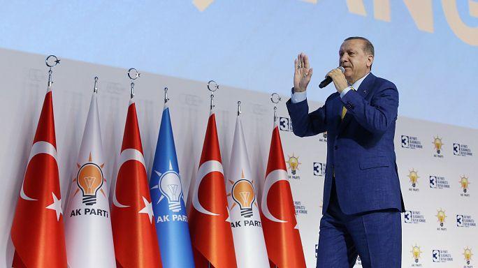 Präsident Erdogan wieder zum AKP-Parteichef gewählt