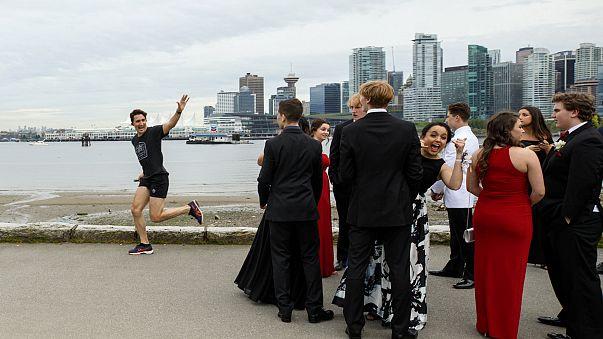 Internet-Hype: Da joggt Trudeau (45) durchs Foto vom Abschlussball