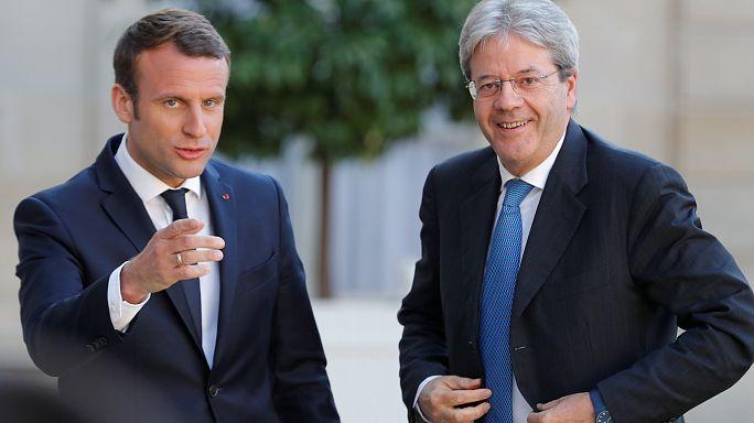 Macron y Gentiloni defienden en París una mayor integración de la UE