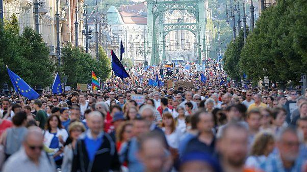 Χιλιάδες σε αντικυβερνητική διαδήλωση στη Βουδαπέστη