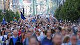 Több ezres tüntetés volt a CEU mellett és a civileket érintő törvénymódosítás ellen