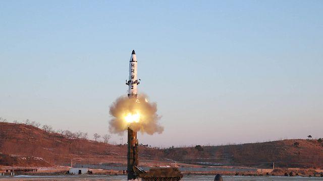 """""""Tiro"""" de Pyongyang faz disparar novas ameaças de sanções"""