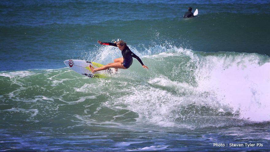 Pauline Ado championne du monde de surf