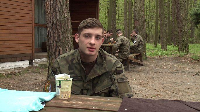 Jovens polacos preparam-se para a invasão da Rússia