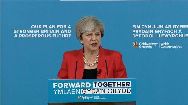 Royaume-Uni : Theresa May bat la campagne et défend son programme