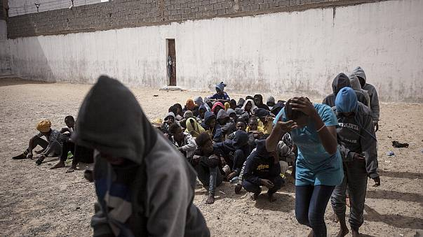 فرنسا تدعو ليبيا إلى معاملة المهاجرين بكرامة