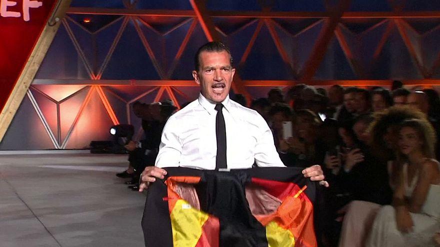 Antonio Banderas desfila en Cannes por una buena causa