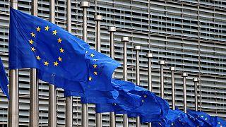 Banderas a media asta en las instituciones europeas