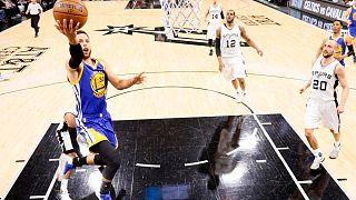 NBA: Warriors ziehen ungeschlagen ins Finale ein