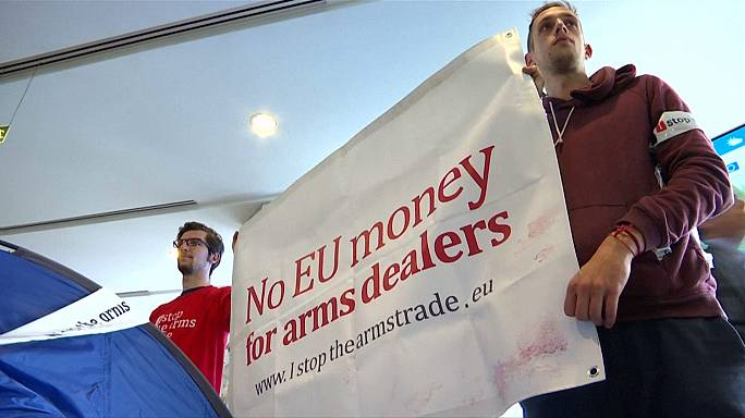 Brüksel'de NATO karşıtı gösteri