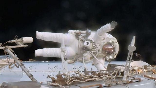 Экипаж МКС вышел в открытый космос для срочного ремонта