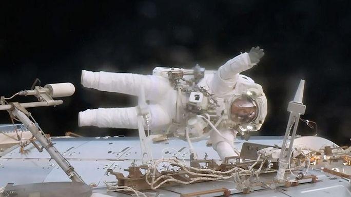 Űrséta közben cseréltek jeladót az ISS-n