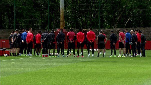 Fekete karszalaggal játszik a Mancheter United