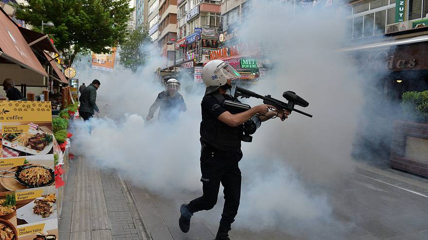 Turkey: protests after teachers jailed over anti-purge hunger strike