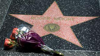 Roger Moore homenageado em Hollywood