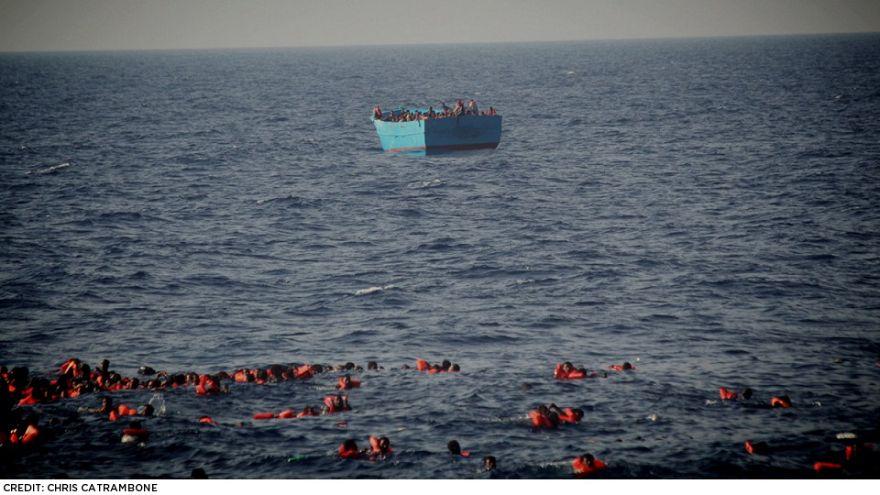 Várias crianças entre dezenas de migrantes afogados no mar Mediterrâneo