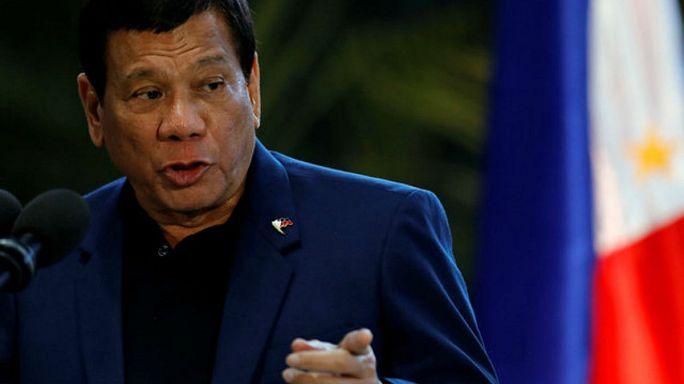 الرئيس الفيليبيني يهدد بفرض الأحكام العرفية لمواجهة التهديدات الإرهابية