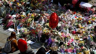 Manchester pays tribute to Manchester attack victims with candles and flowers