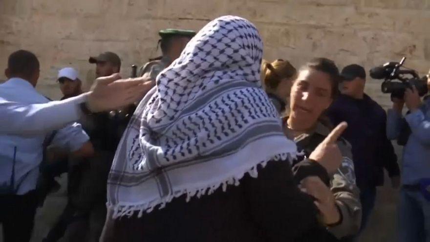 Handgreiflichkeiten zwischen Palästinensern und Israelis in Jerusalem