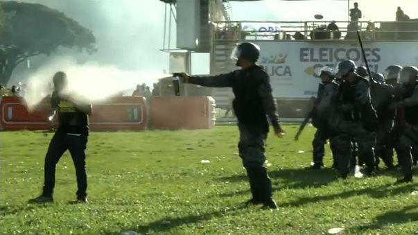 Brezilya'da protestocular bakanlık binasını ateşe verdi