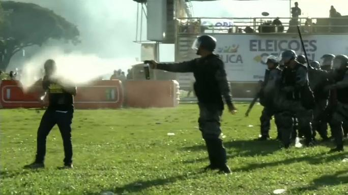 Anti-Temer protest turns violent in Brasilia