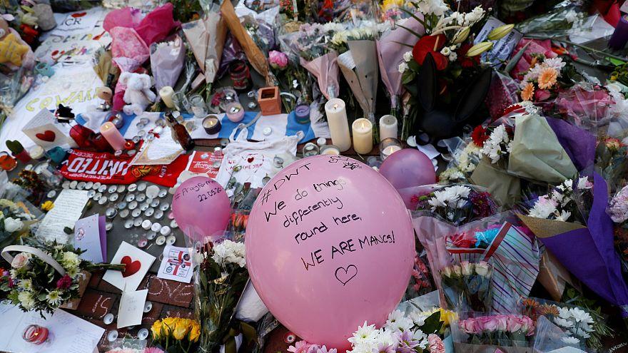 Manchester: l'omaggio degli artisti