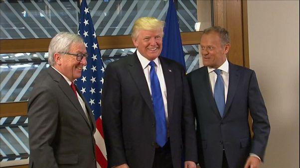 """Trump falou de """"valores fundamentais"""" com Tusk e Juncker"""