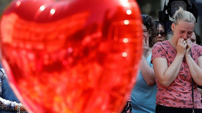 Minuto de silêncio em memória das vítimas do atentado de Manchester