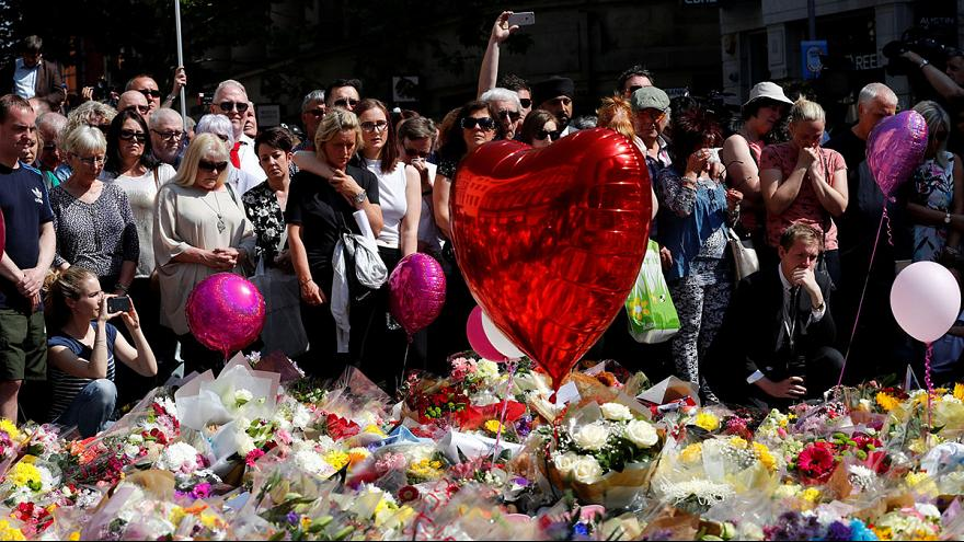 Crowd sing Oasis' Don't Look Back In Anger after Manchester attack tribute