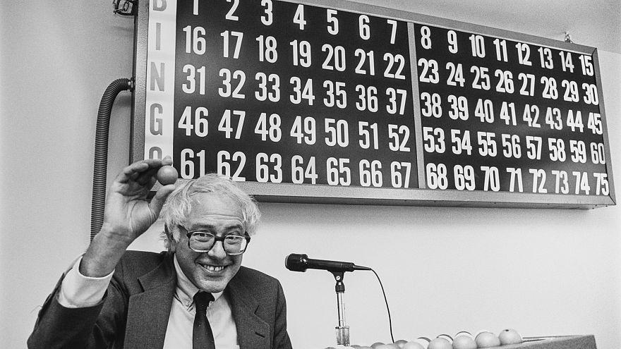Image: Rep. Bernie Sanders playing bingo