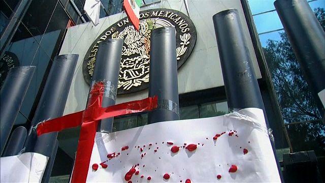 Jornalistas mexicanos protestam contra assassinatos