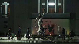 Bangladeş'te heykel tartışması